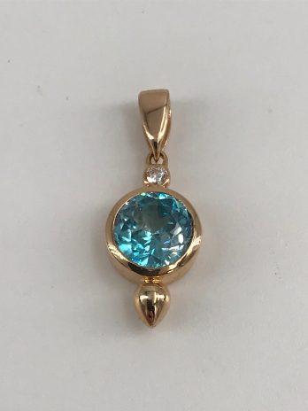 Pendentif or rose avec zircon bleu et diamant